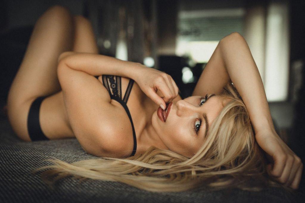 Sexy naked wonder woman
