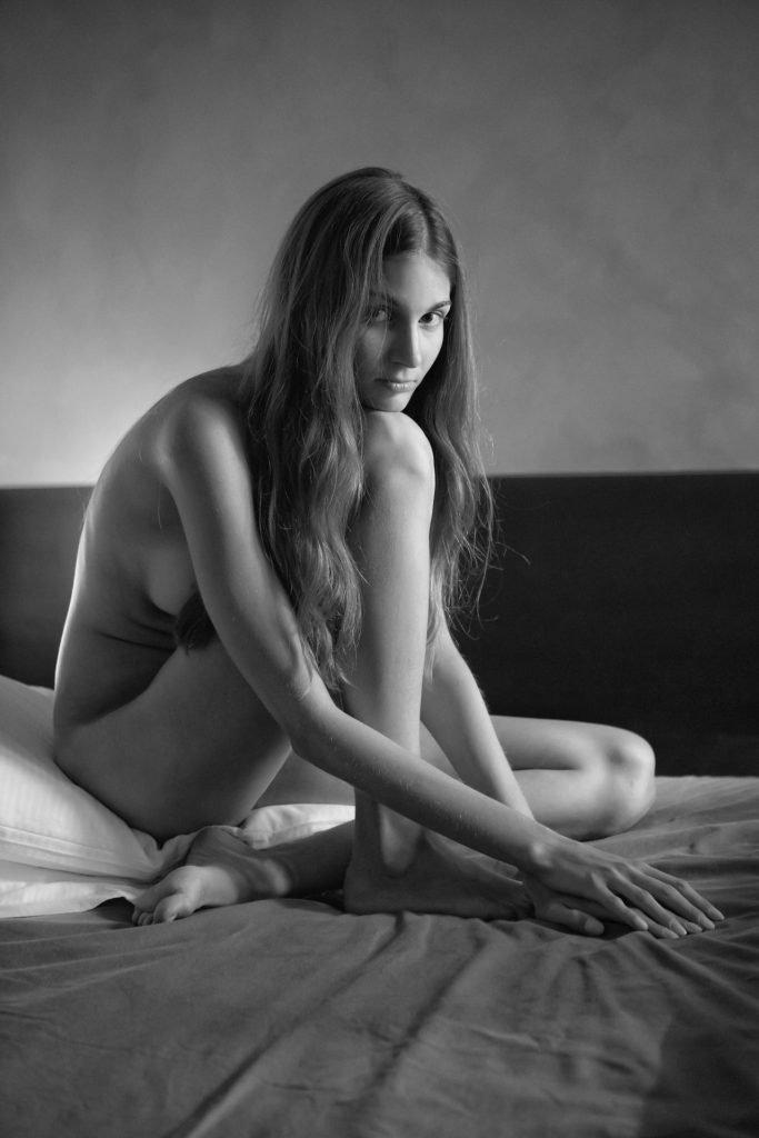 Lina Lorenza Topless (9 Photos)
