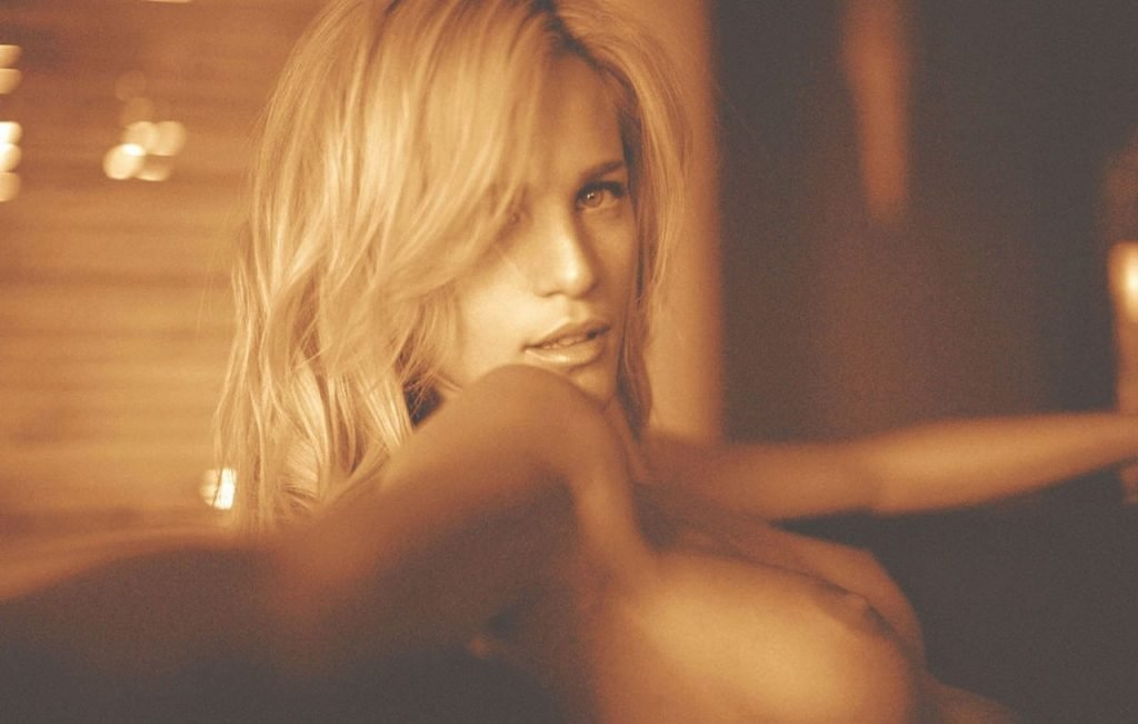 Liz nude