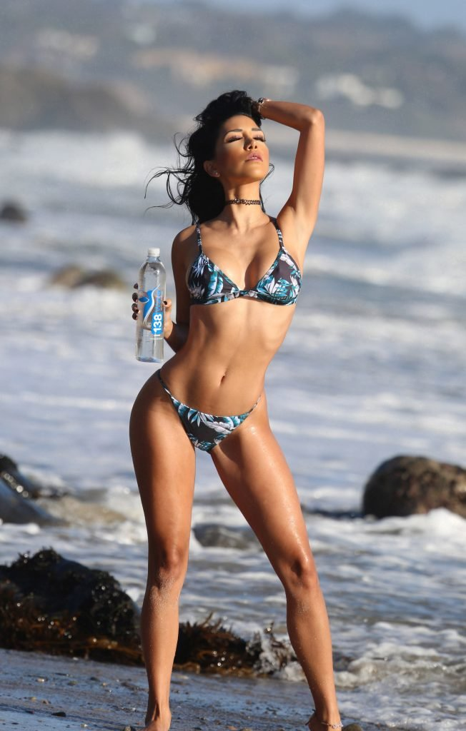 Lizzeth Acosta Presents The Best Water Brand And Herself (39 Photos + Gifs)
