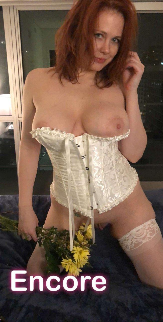 nude (48 photo), Sideboobs Celebrites foto