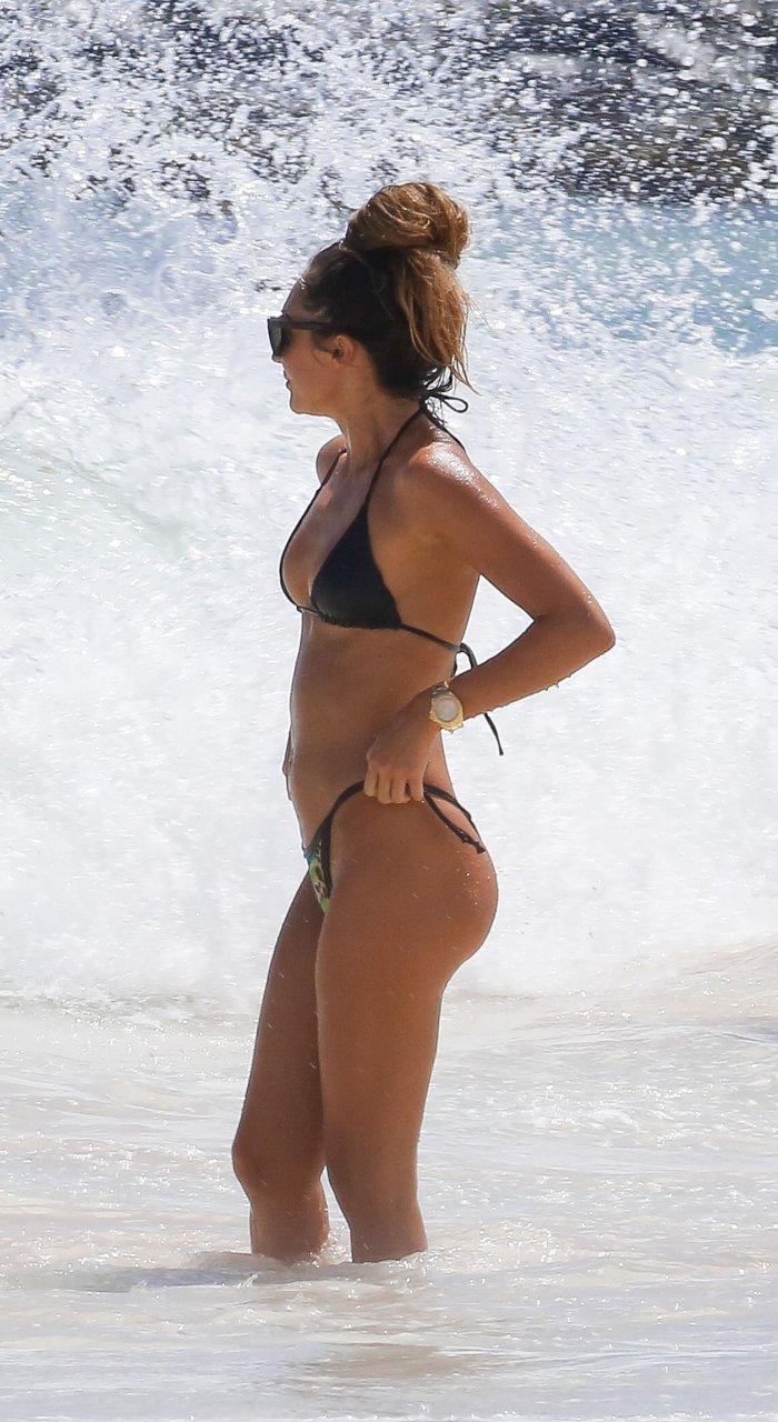 megan mckenna flaunts her sexy body in barbados photos