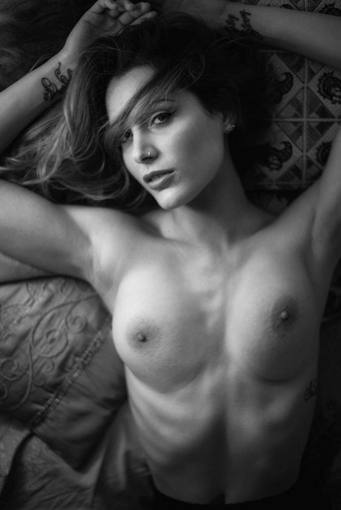 Sarah nackt Grey Sarah Grey