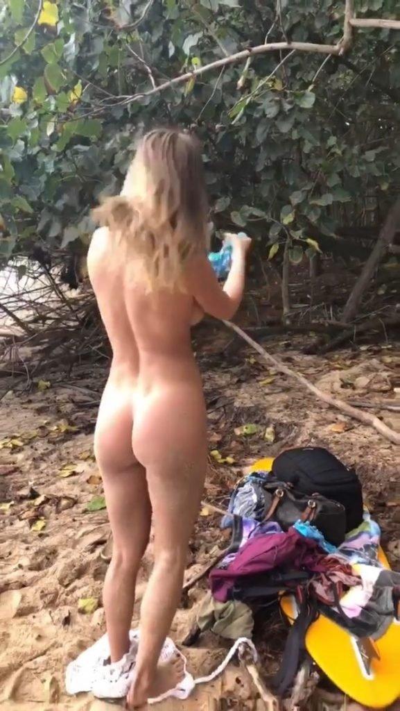 Sara Underwood Nude & Sexy – Oahu – Instagram (January 2018)