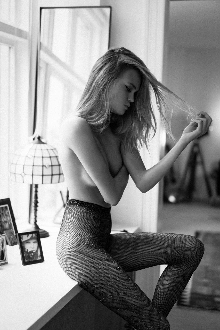 nudes (48 photos), Ass Celebrity pics