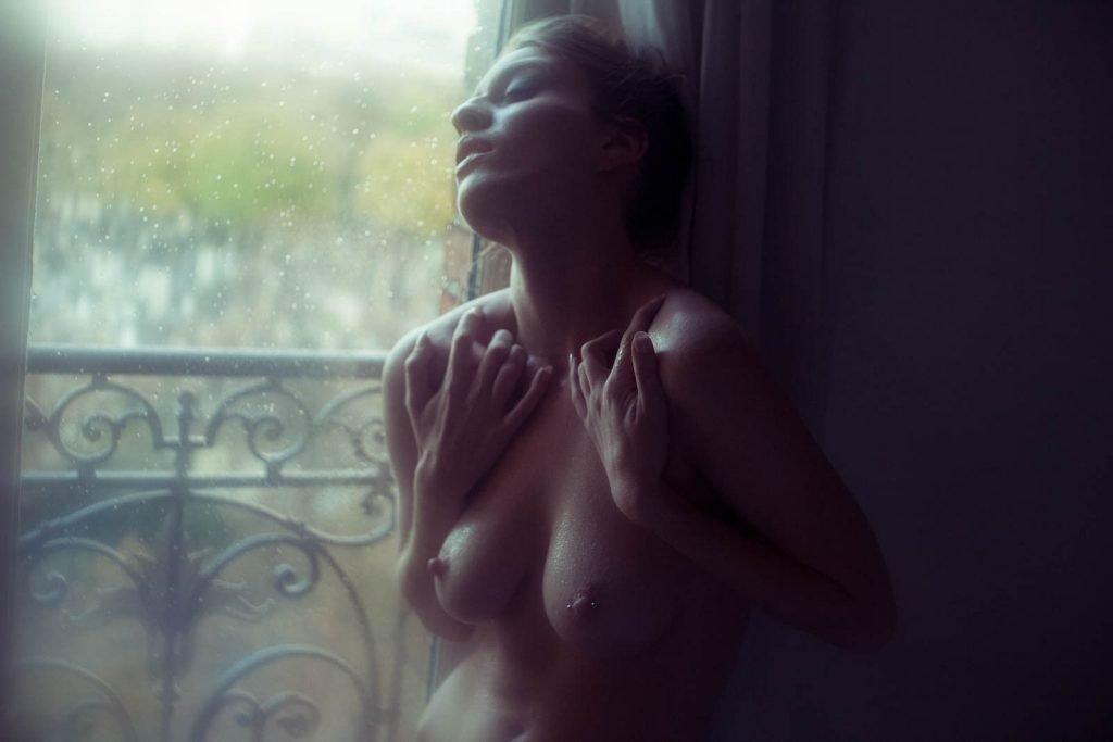 Sloane Vdc Nude (3 Photos)