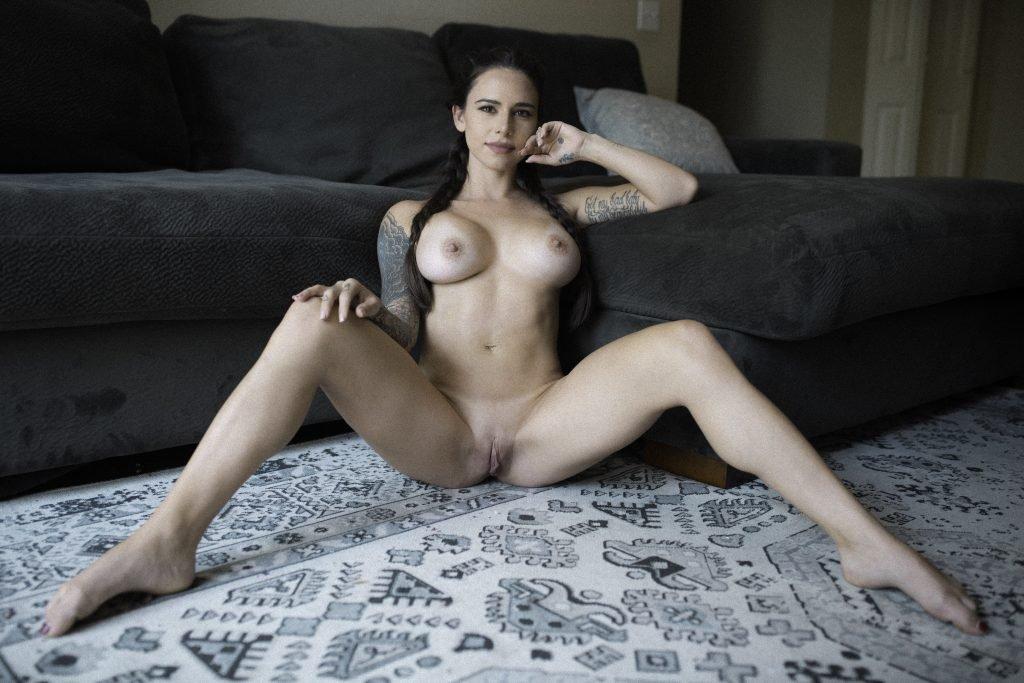 Suttin Nude & Sexy (14 Photos)