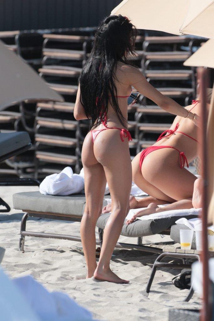 Veronica Rodriguez Makes Erotic Shots On The Beach (20 Photos)
