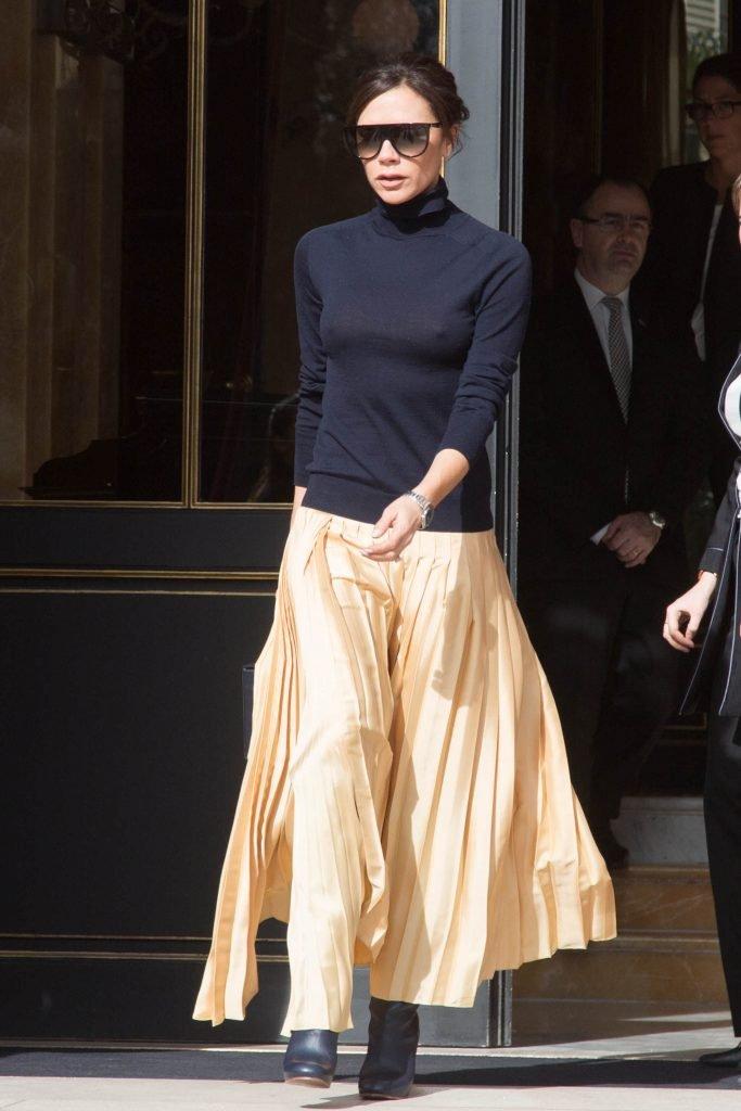 Victoria Beckham Flashes Her Tits (13 Photos)