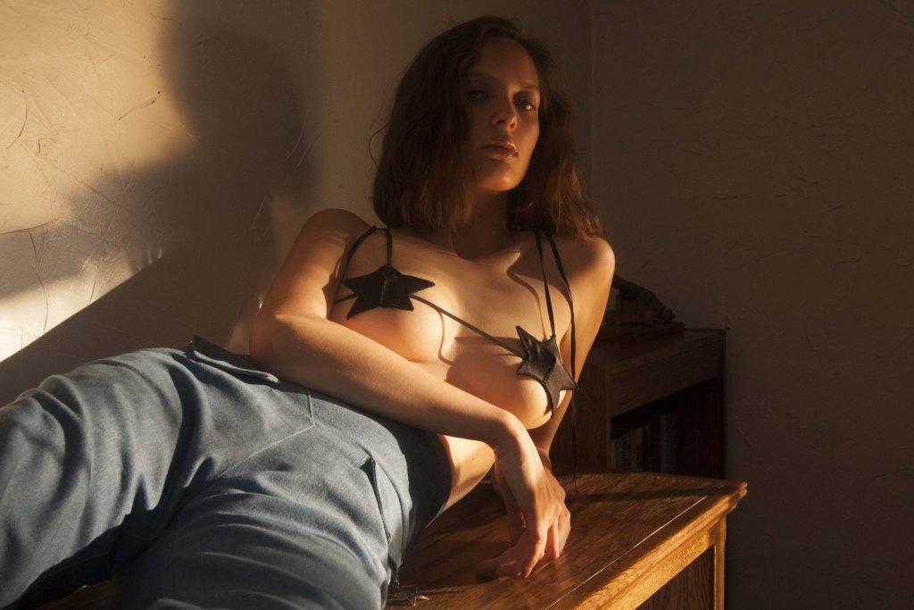 Alana Champion, Sammie Yochelson Nude & Sexy (18 Photos)