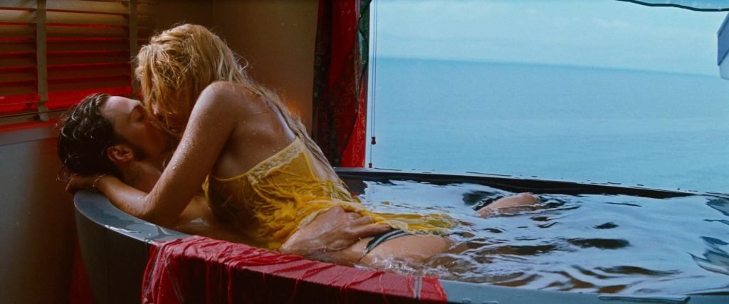 Blake Lively Sexy – Savages (2012) HD 1080p (6 Pics + Gifs & Videos)
