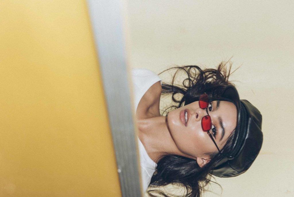 Cami Romero Sexy (4 Photos)