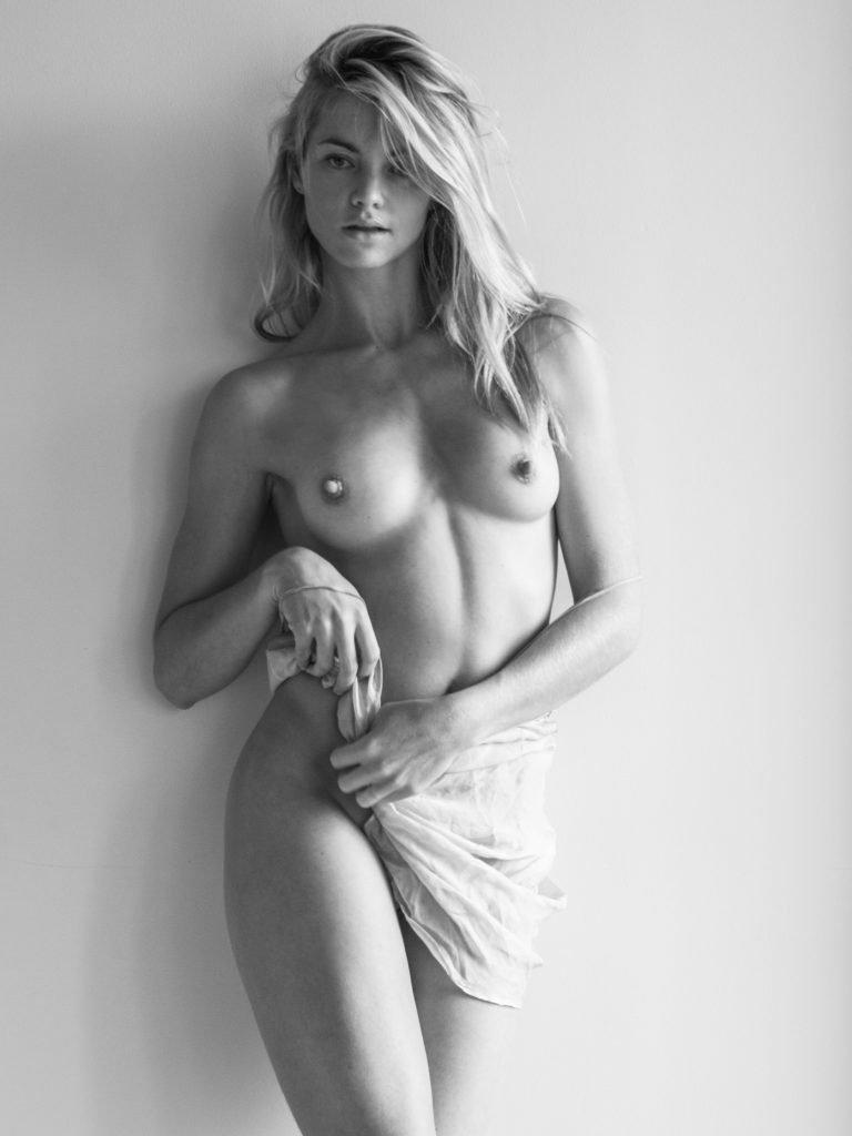 Elyse Taylor Nude & Sexy (9 Photos)