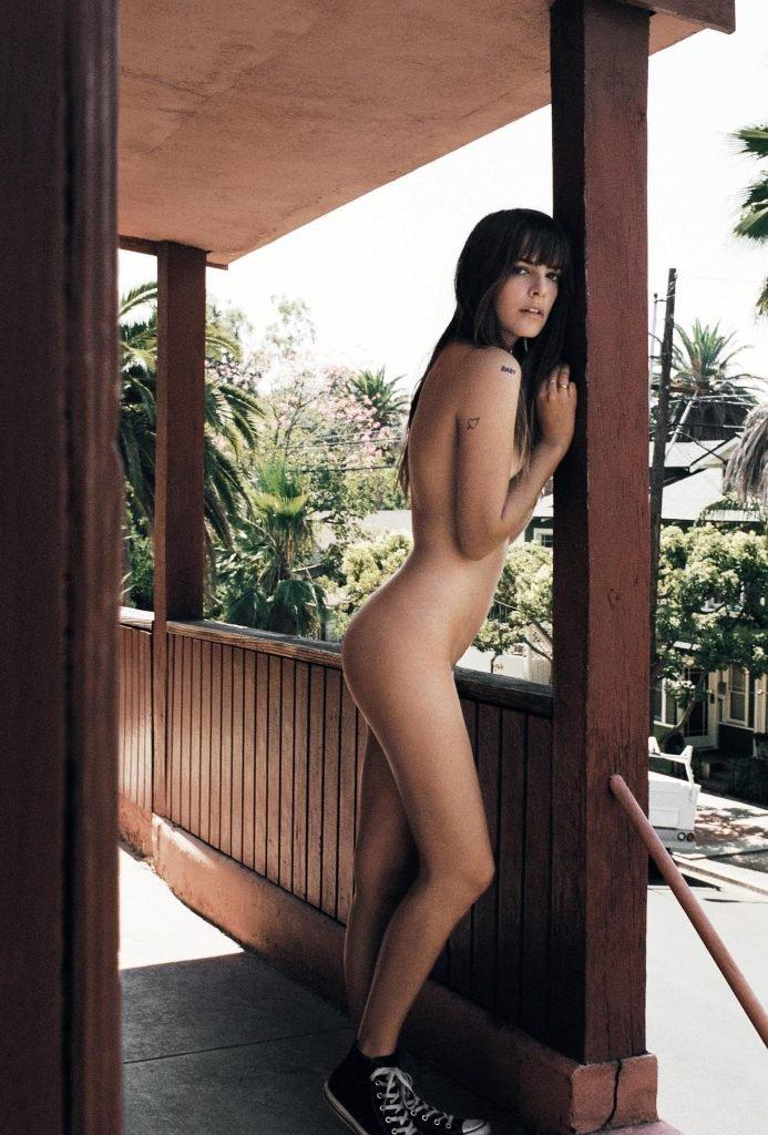 Emily Labowe Naked (6 Photos)