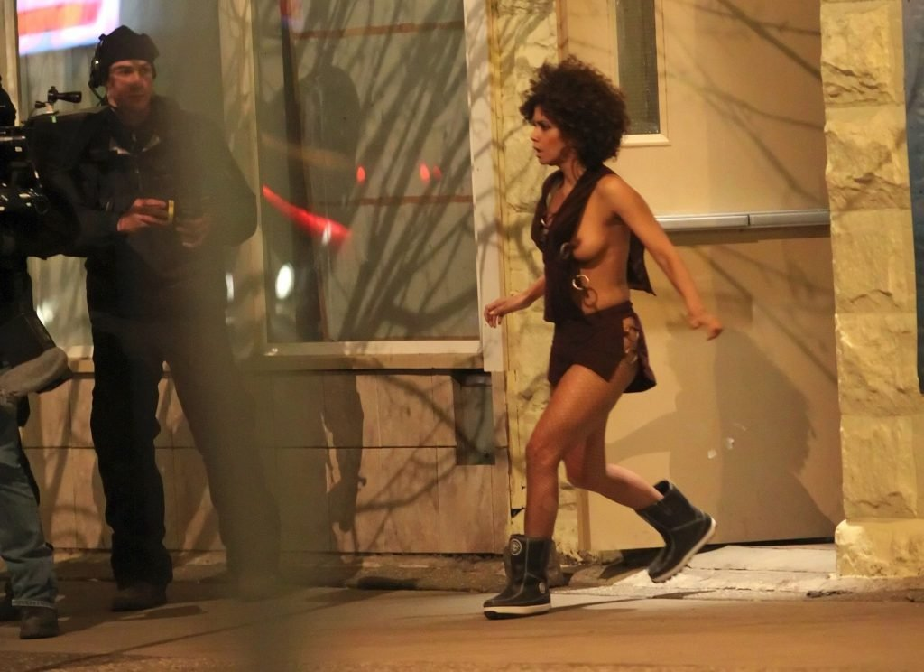 Halle Berry Topless (18 Photos + Video)