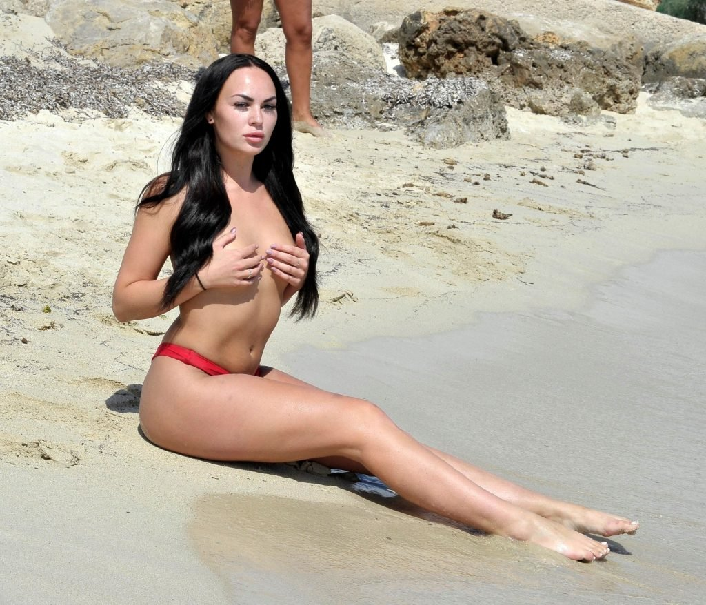 Hayley Fanshaw Sexy & Topless (17 Photos)