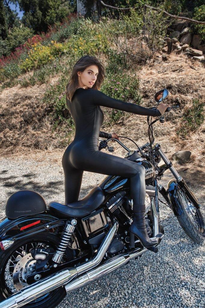 Lis Giolito Nude & Sexy (12 Photos)