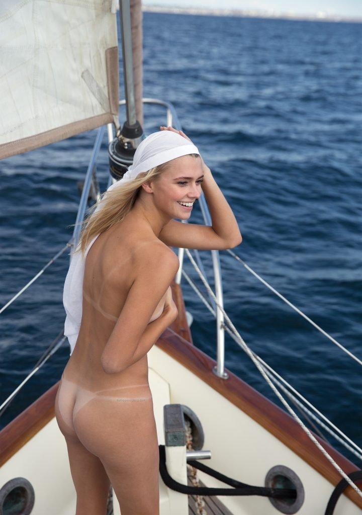 Raina Lawson Nude & Sexy (6 Hot Photos)