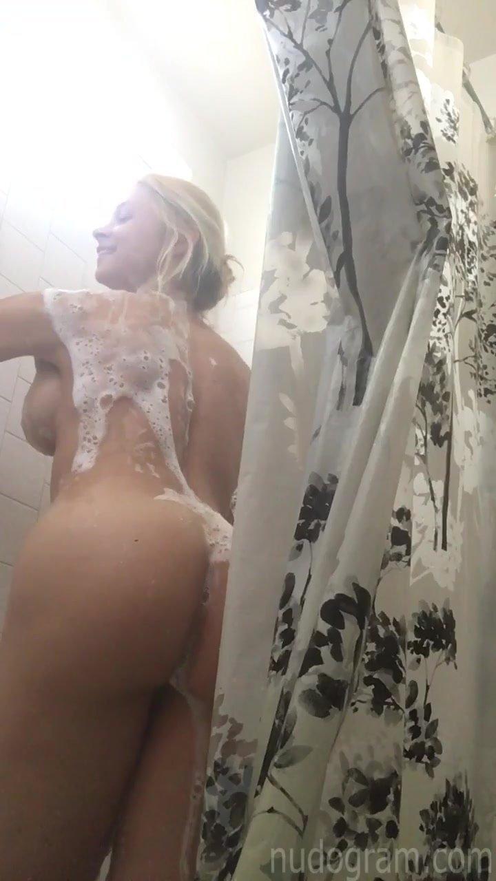 Hot man bath nude