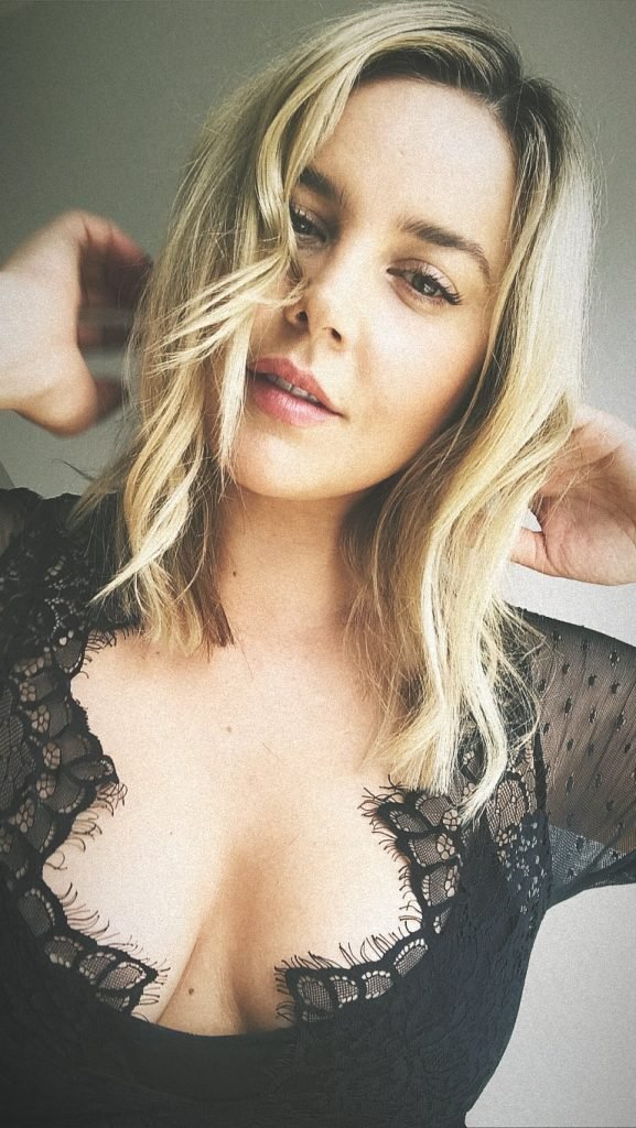 Abbie Cornish Sexy (3 Pics)