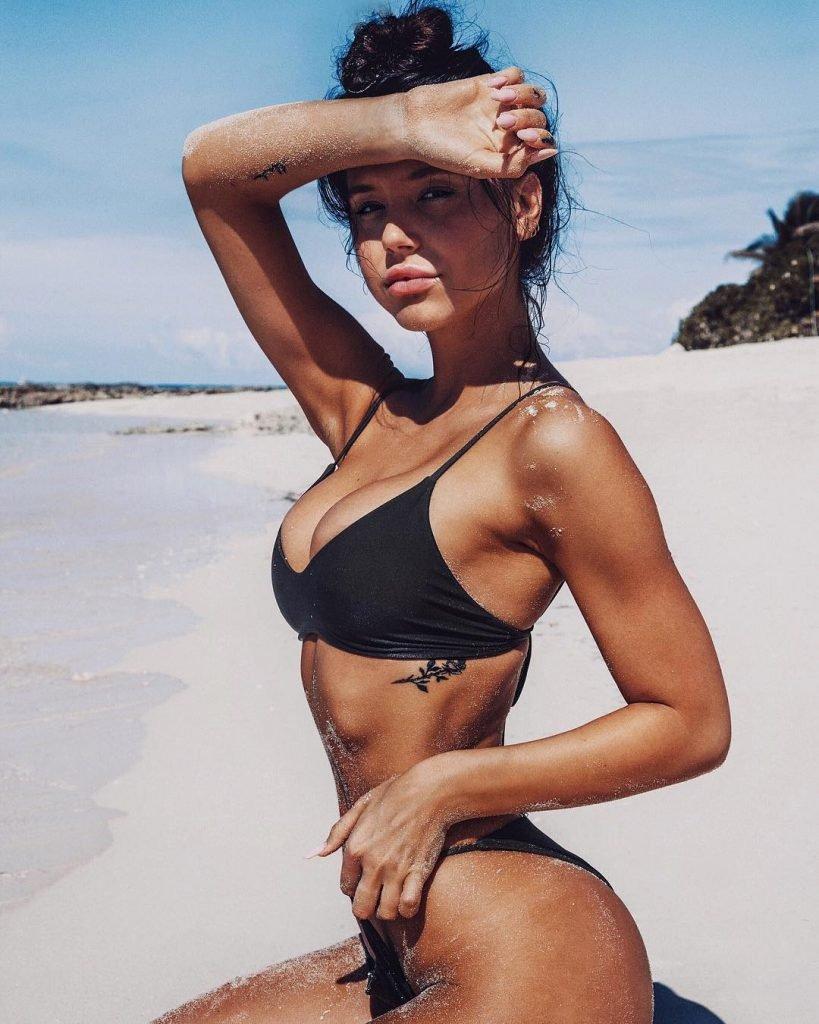 Alexis Ren Sexy (14 Photos)