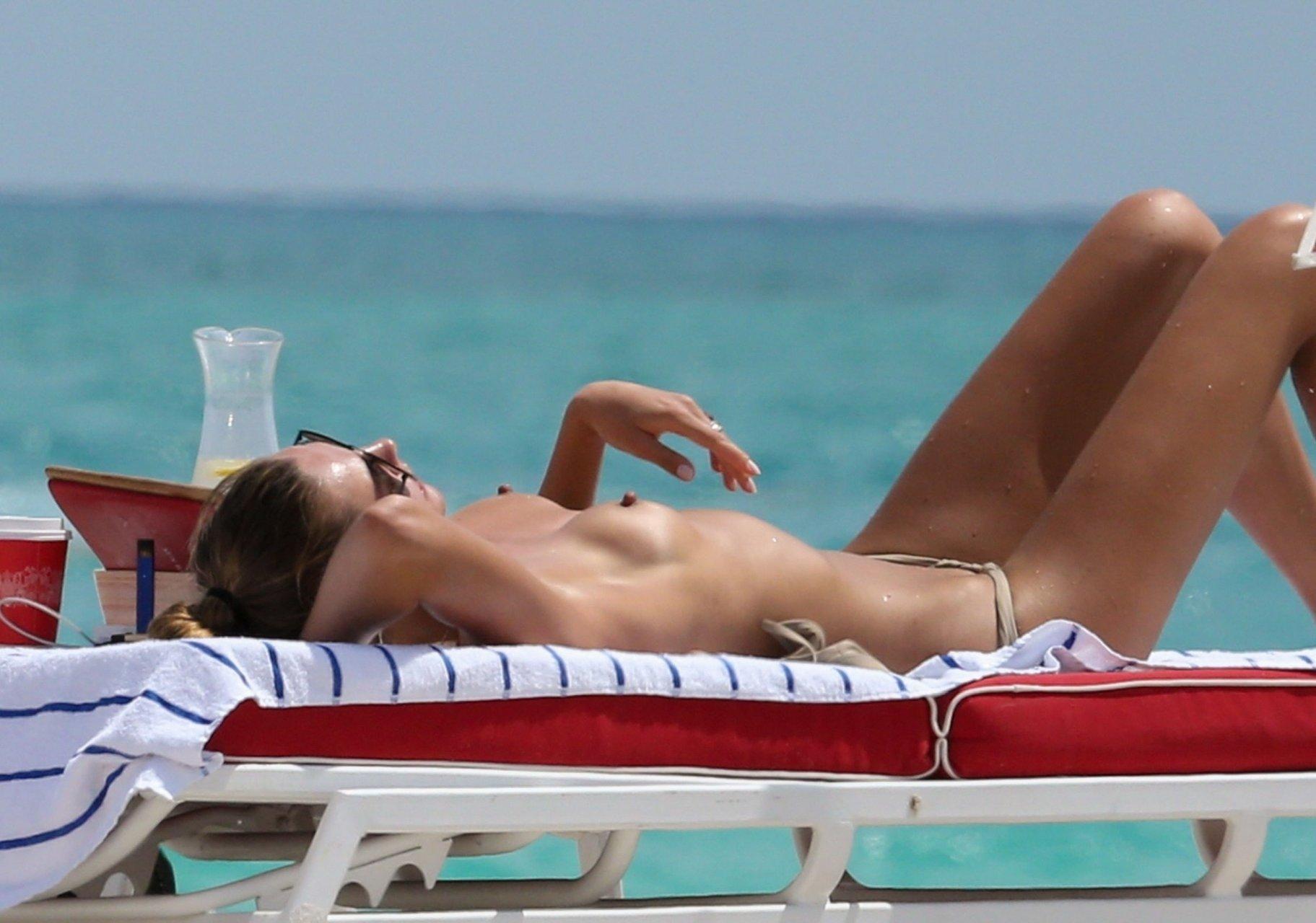 Nude celebrity urszula makowska bikini candids in miami beach