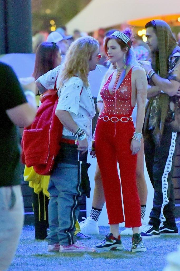 Bella Thorne Sexy (17 Photos + Gif & Video)