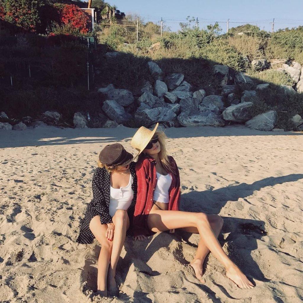 Charlotte McKinney Sexy & Topless (4 Photos)