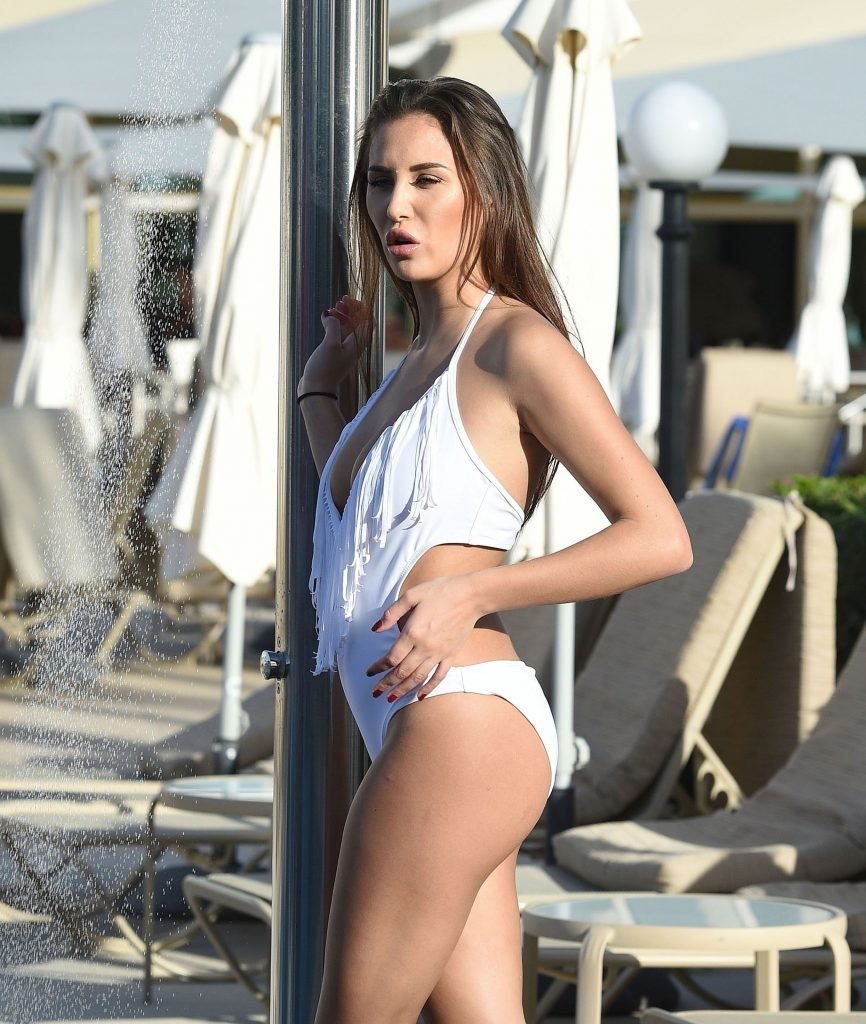 Chloe Goodman Sexy (24 Photos)