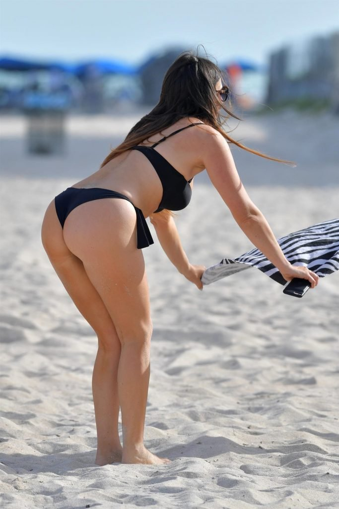 Claudia Romani (26 Hot Photos)