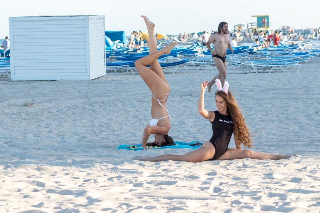 Claudia Romani & Melissa Lori Sexy (33 Photos + Gifs)