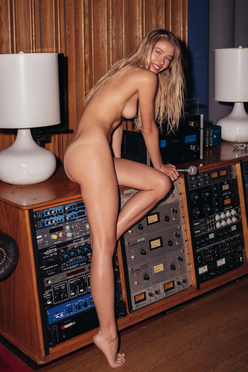 cameltoe Sideboobs Sofia Wilkowski naked photo 2017