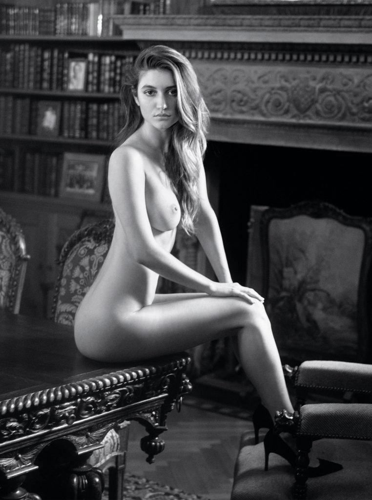 Elizabeth Elam Topless & Sexy (11 Photos)