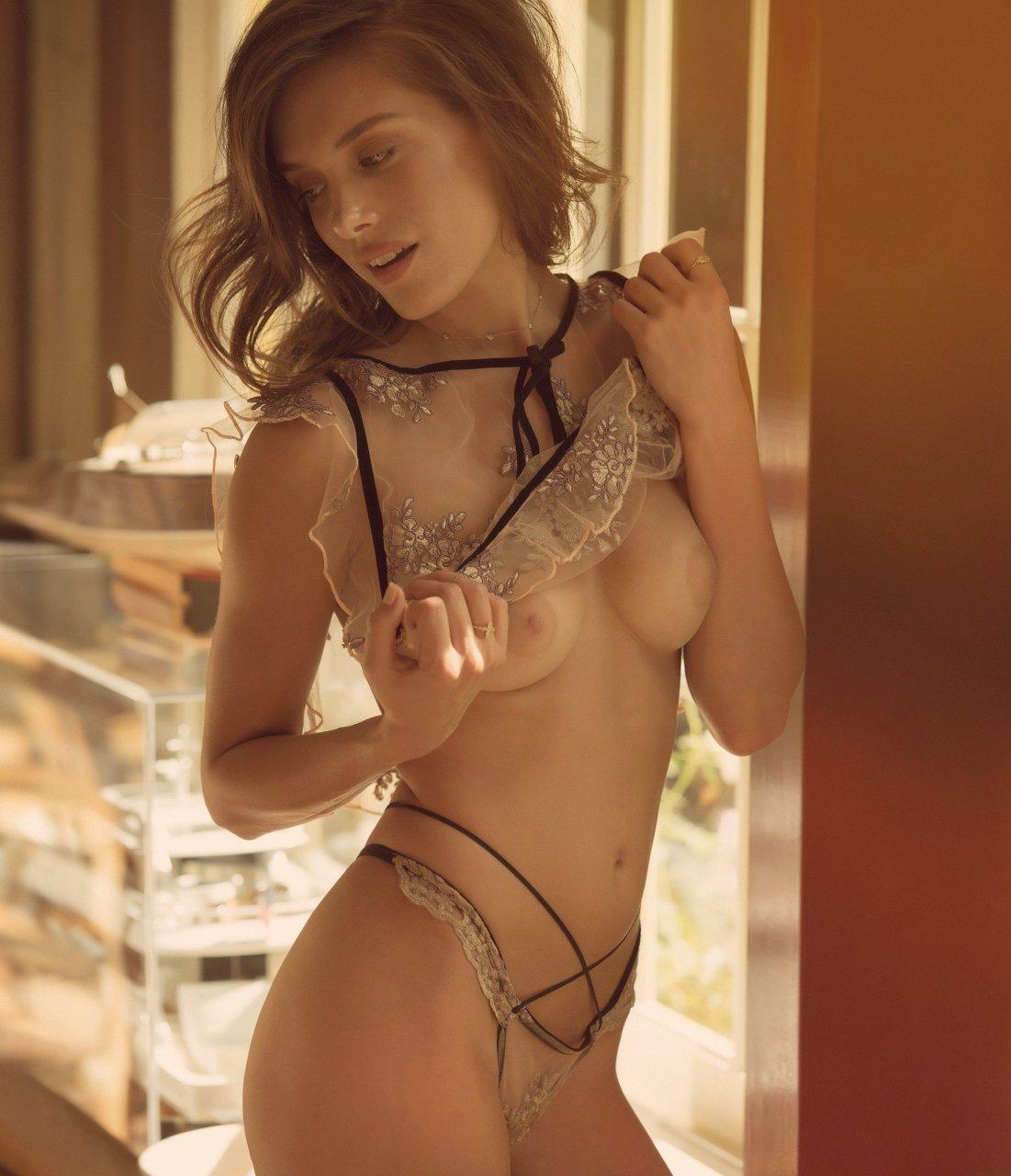 nackt Jean Garvin Kayla Amanda Tapping