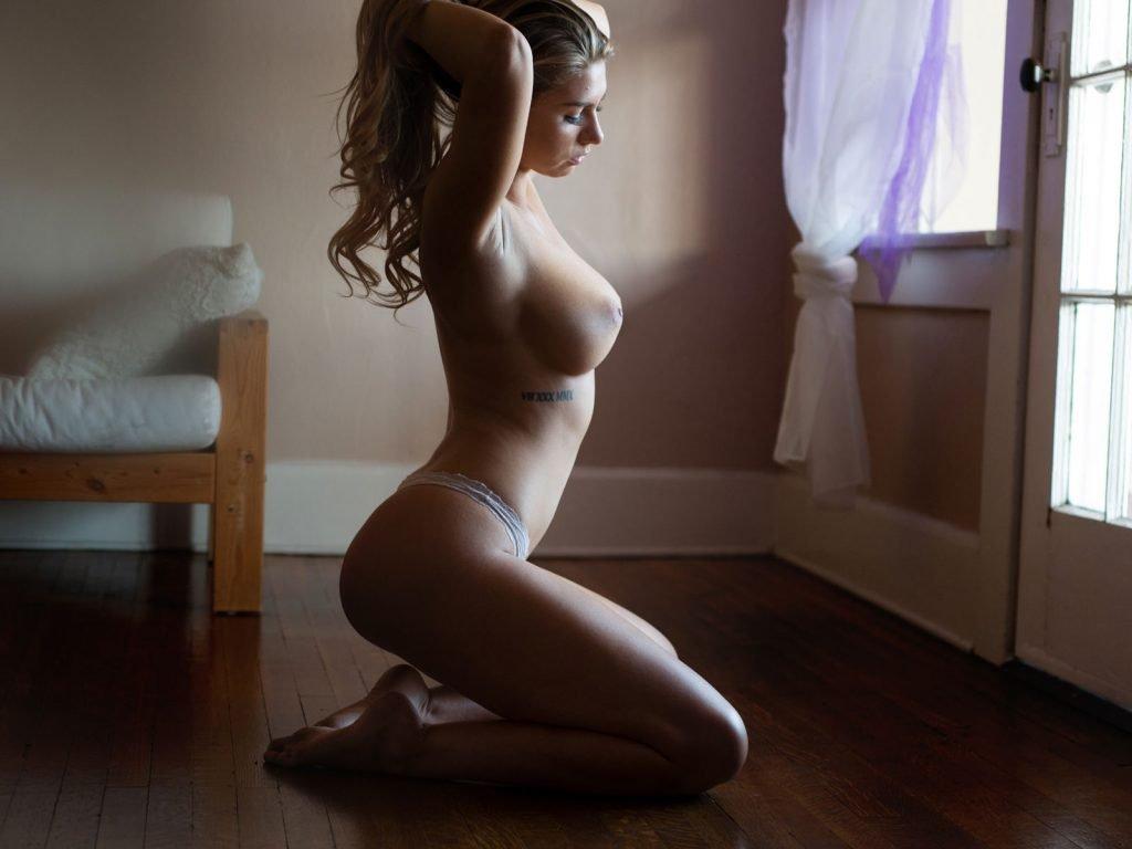 Lindsey Lamson Nude & Sexy (24 Photos)
