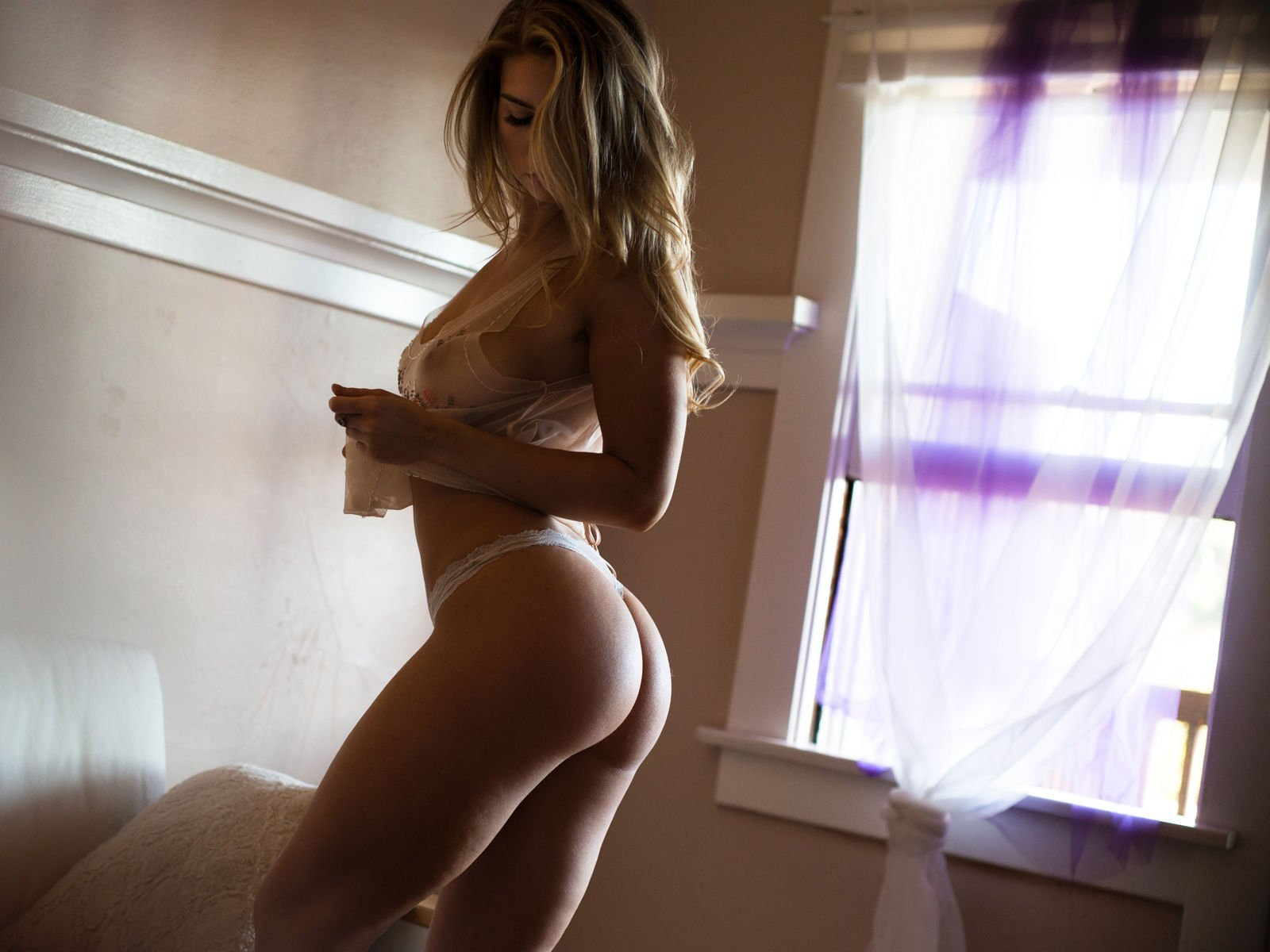 Lindsey Lamson Nude & Sexy (24 Photos)   #TheFappening