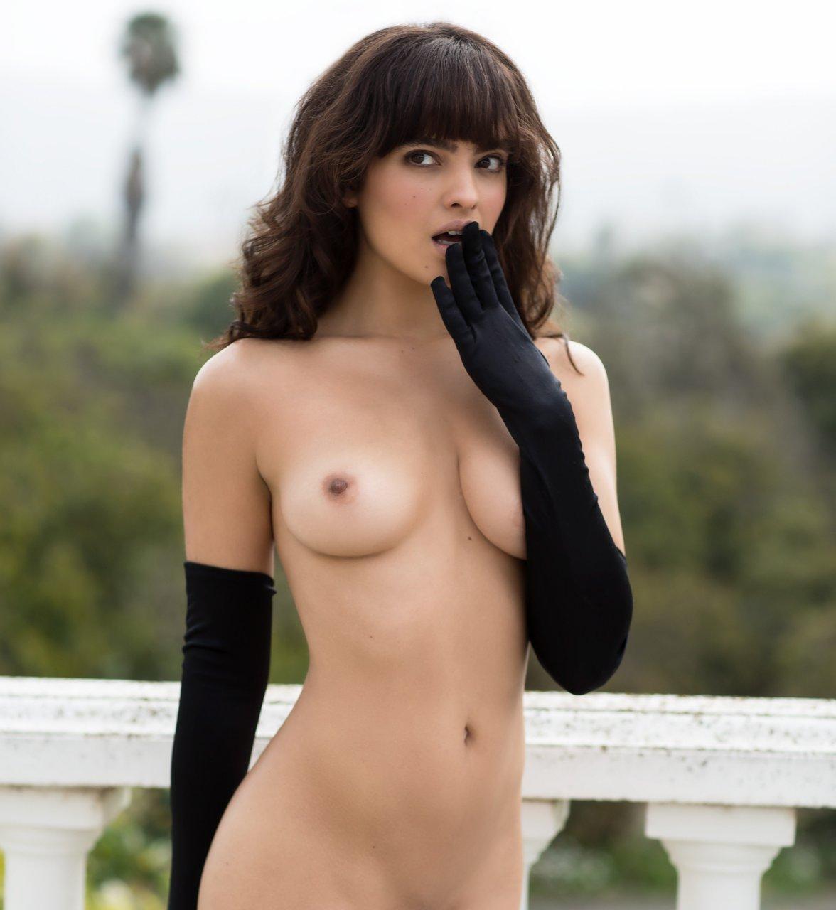 Nina nude pics