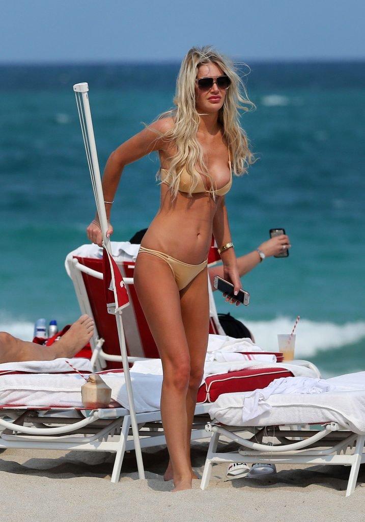 Samantha Rowley Sexy (22 Photos)
