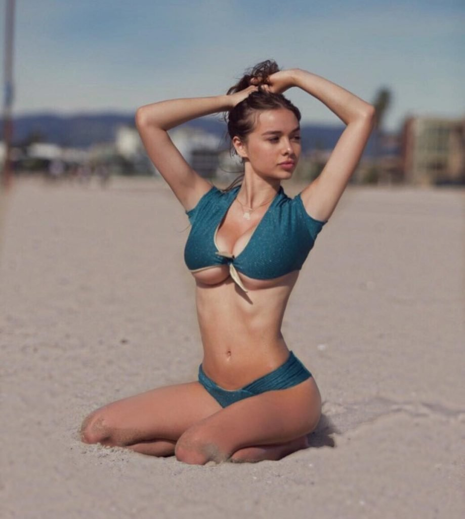 Sophie Mudd Sexy & Topless (12 Photos + Gif)