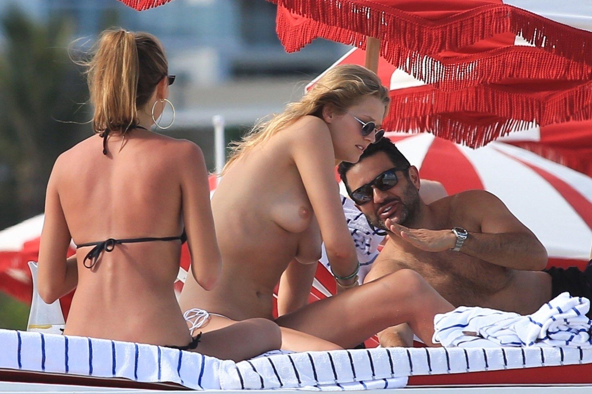 Fuck Toni Garrn nude (19 photos), Sexy, Cleavage, Instagram, braless 2015