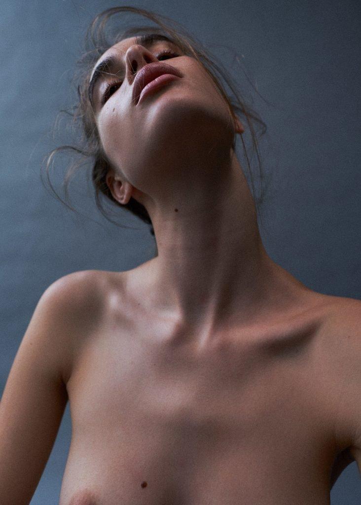 Zoi Mantzakanis Sexy & Topless (10 Photos)