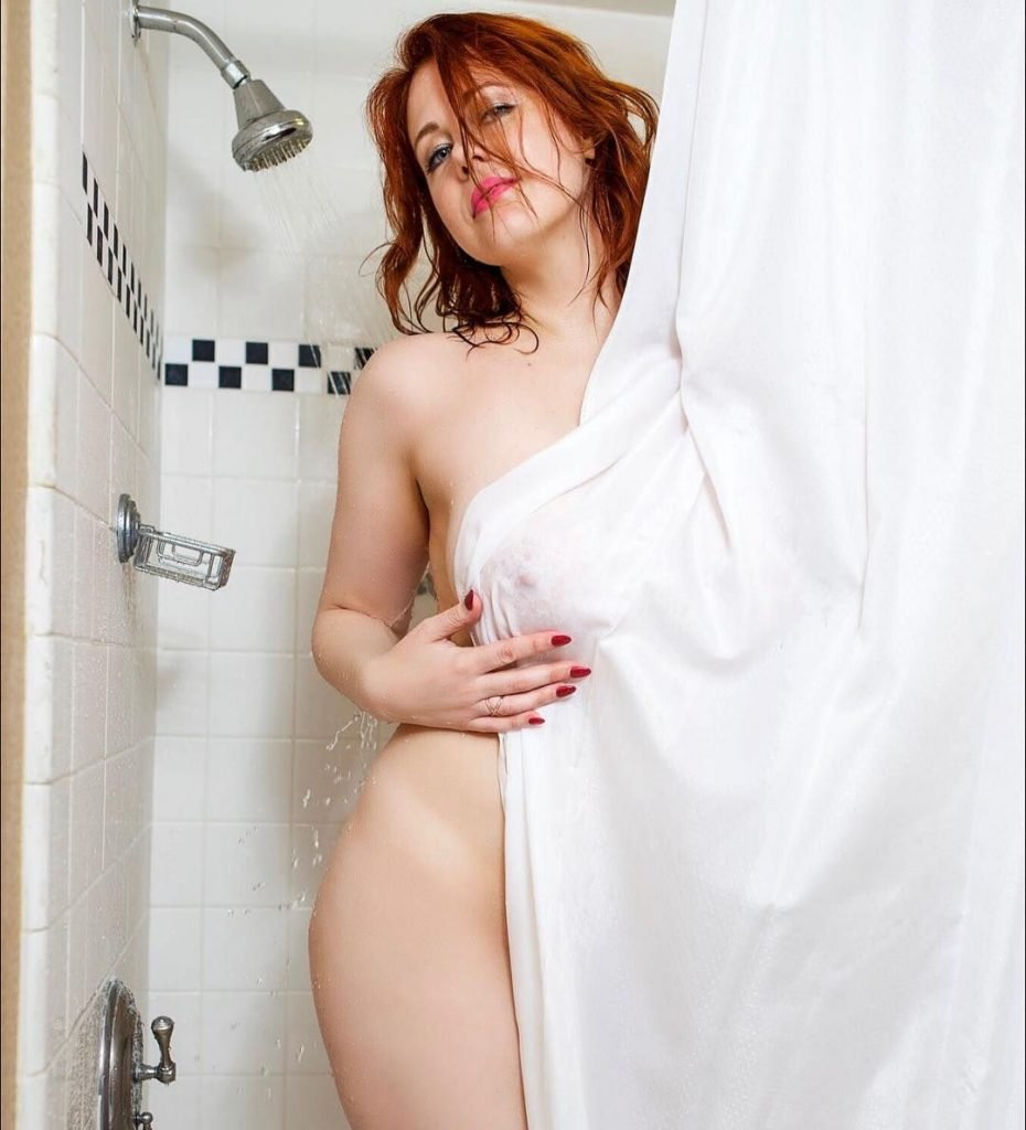 Maitland Ward Shows Off Her Boobs & Pussy (11 Pics + Gifs)