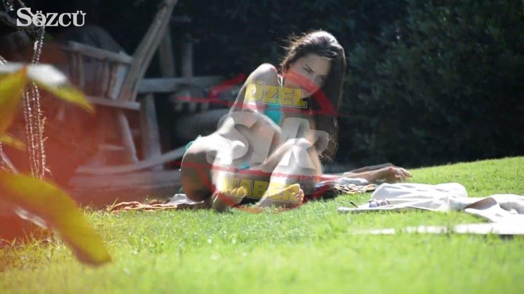 Adriana Lima Sexy (19 Photos + Video)