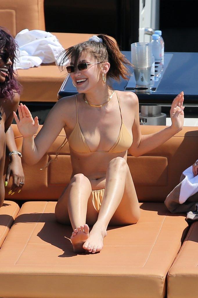 Bella Hadid Sexy (20 New Photos)