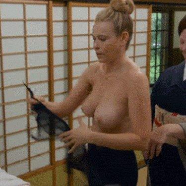 Chelsea Handler Nude & Sexy (7 Pics + GIFs & Videos)