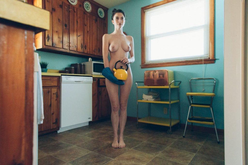 Chloe Howcroft Nude & Sexy (14 Photos)