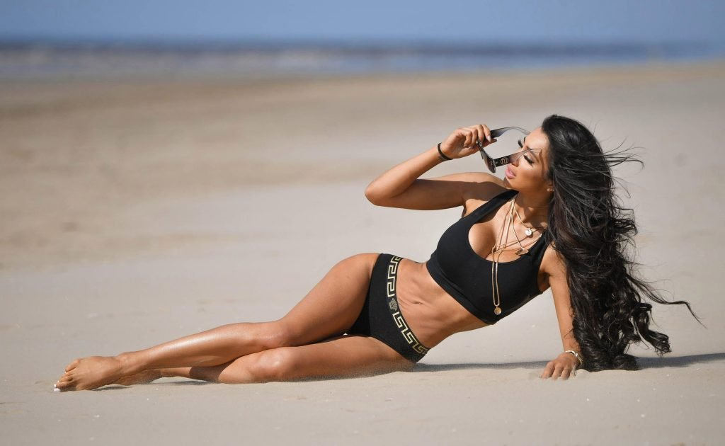 Chloe Khan Sexy (15 Photos)