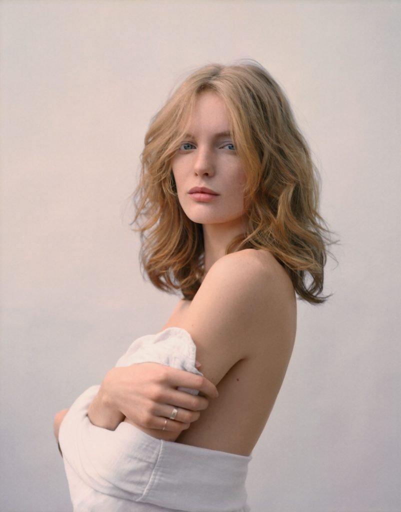 Clara Settje Sexy & Topless (8 Photos)