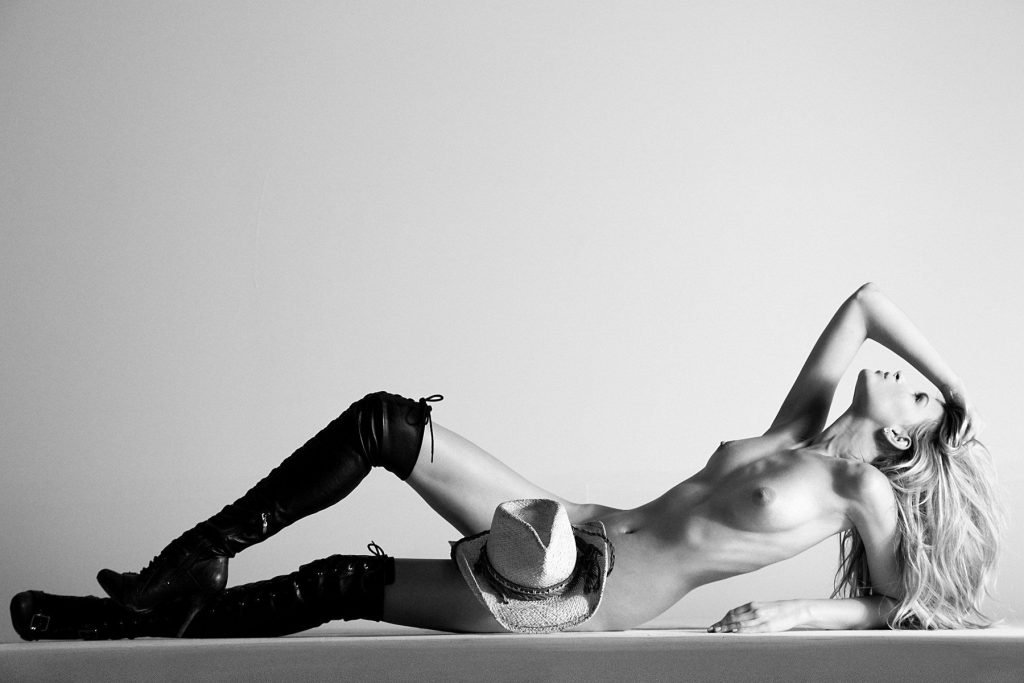 Clark Gilmer Nude (5 Photos)