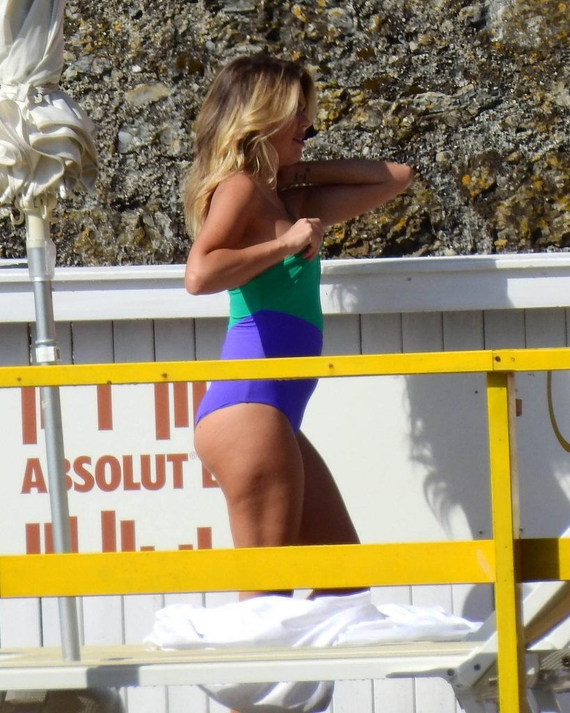 Costanza Caracciolo Nip Slip (16 Photos)